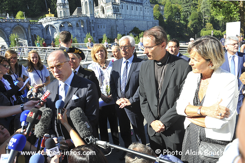 Lourdes : Messes Internationales-Processions Eucharistiques-Infos!! - Page 12 Abo_8069